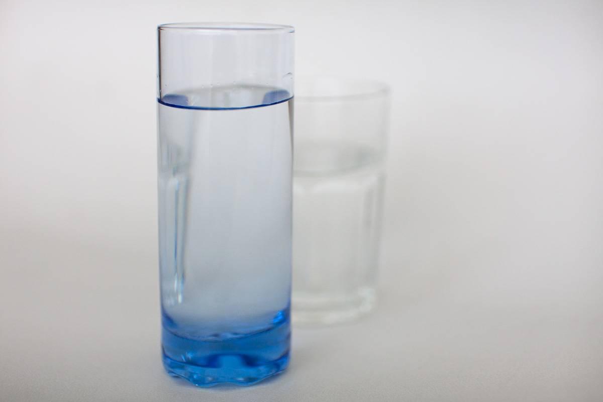 Pohár vody pred jedlom