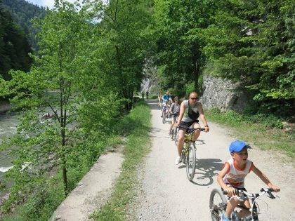 Vlakom a bicyklom na Červený kláštor