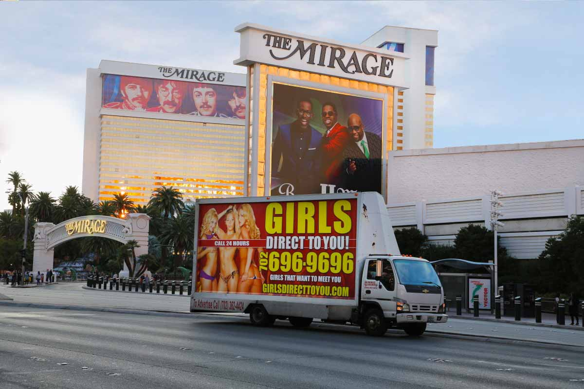 Dvojí tvář Las Vegas. Jiná ve dne, jiná v noci.
