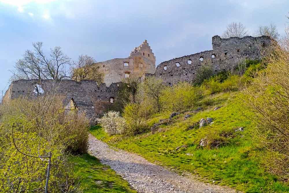 Z Haluzickej tiesňavy na Topoľčiansky hrad - celodenná Karpatsko Inovecká spoznávačka