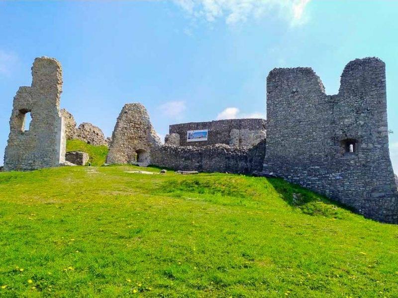 Myjavskou pahorkatinou cez kopaničiarsky kraj na hrad Branč