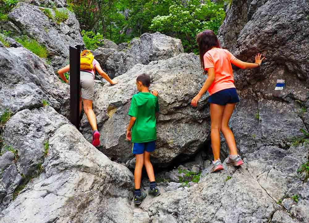 Prosiecka a Kvačianska dolina, rodinný výšľap cez Oblazy