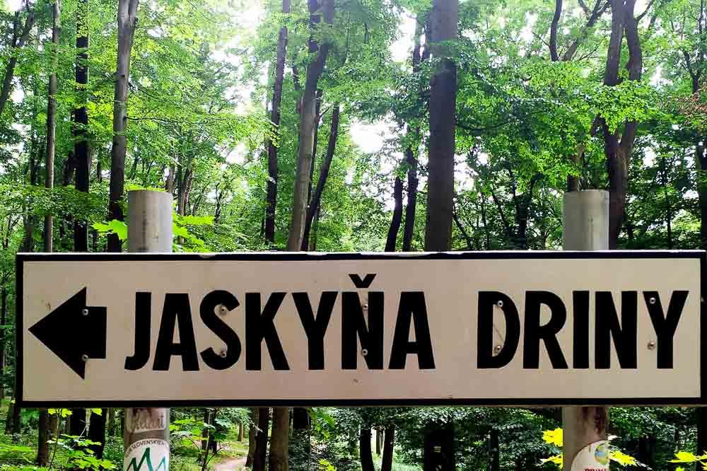 Malokarpatské potulky okolo Smoleníc 2: Driny, Hlbočianska dolina a vodopád a praveké opevnenie Molpír